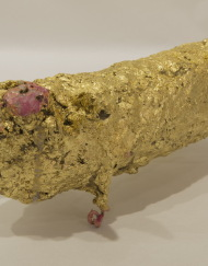 LM162 Sniff 20x9x8cm, concrete,Metal and Gold leaf